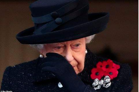 英国女王哭了