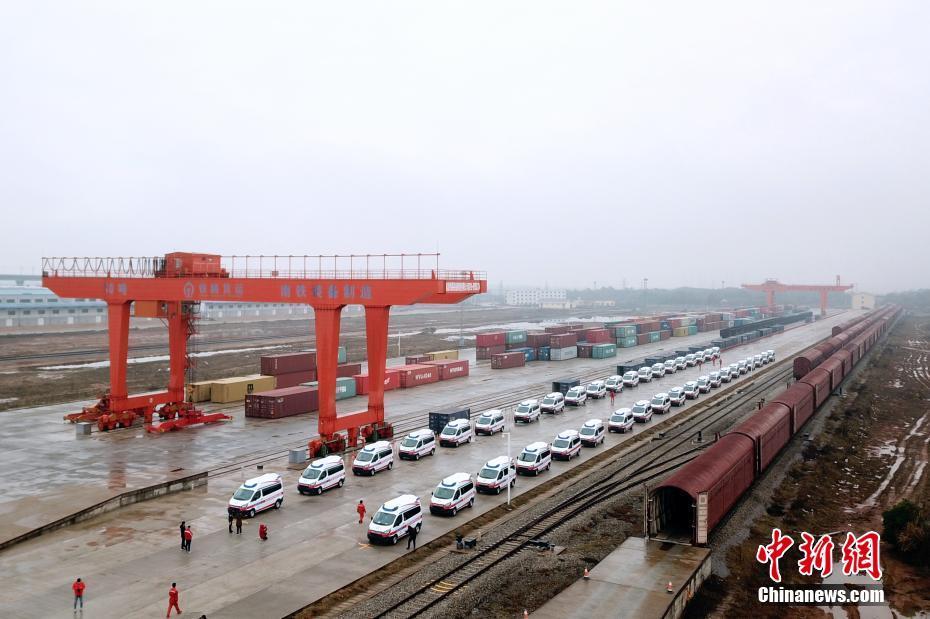 满载67辆负压监护型救护车 江西专列紧急驰援武汉