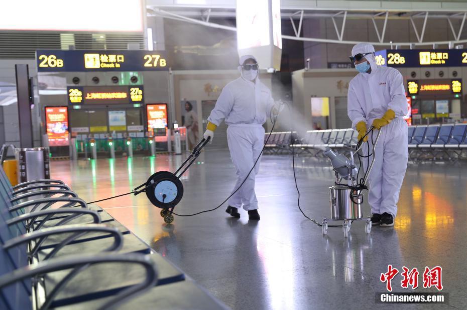 上海虹桥火车站每晚彻夜消毒防控疫情