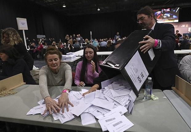 投票造假?英国民众发现选票被替投 网友:判两年太少了