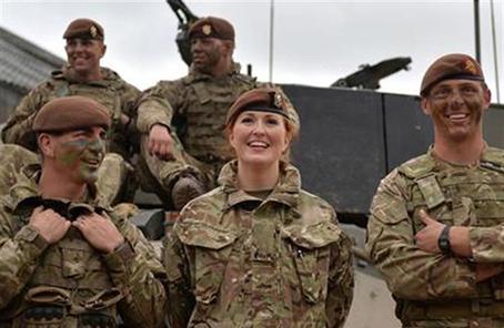 英军巨资打造战斗装备系统 女兵穿上后发生骨折