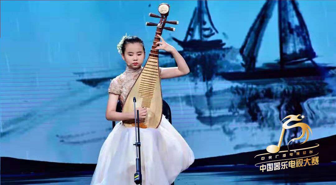 平均每天断两根弦!13岁失明女孩弹琵琶冲进决赛