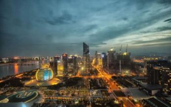 """杭州:""""在我这,你能活得像楼书一样。"""""""