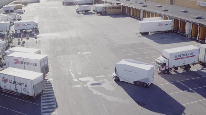 无人驾驶的电动卡车T-pod首次在公共道路上行驶