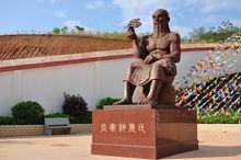 广西中医药大学赛恩斯新医药学院的神农像