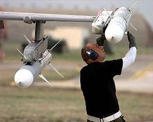 AIM-120先进中程空空导弹