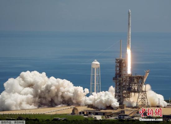 2019-08-23,美成功发射猎鹰9号火箭,首次将超级计算机送上外太空。