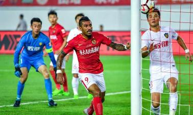 Evergrande thrash Quanjian to stay in Chinese title race