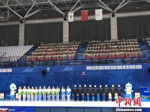 武汉军运会:韩乔生与志愿者互动 现场解说妙语连珠