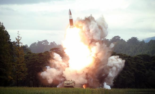 金正恩16日再次指导朝鲜新型武器试射
