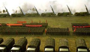 中国二炮部队装备的最新型东风-15弹道导弹