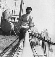 1923年8月乘船前往美国留学