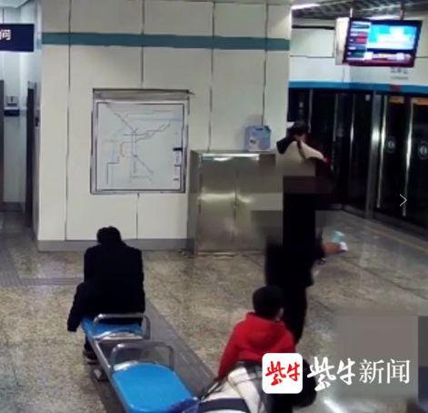 面对他人遗落的手机,南京这个孩子选择放回原处父亲却……