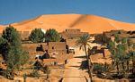 撒哈拉沙漠西部萨乌拉河上的凯尔札兹绿洲