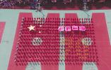 """""""我是国旗的一角"""" 渡头董社区400多人组成国旗图案向祖国献礼"""