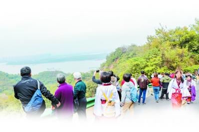 南京国际登高节在幕燕滨江风貌区开幕